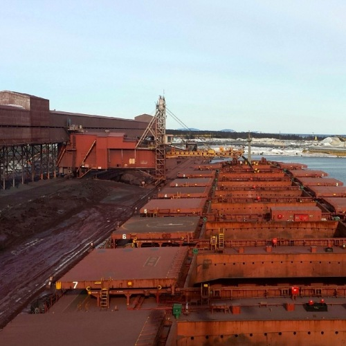 Bulk carrier loads in Port-Cartier, Que.